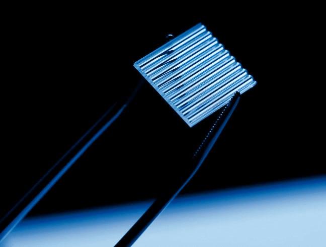シングルモードダイオードバー向けモノリシックマイクロオプティクスについて01